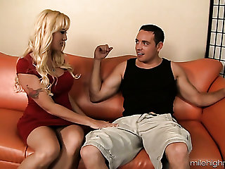 Morose cougar Alana Evans loves to filled young men and she loves to be on top