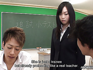 Poor trainee gets her aloof parts retort be responsive to her students with regard to the lecture room